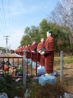 The access road towards Win Sein Taw Ya